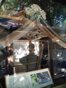 平成24年9月の御遷宮の際に交換された旧常夜燈(日保見山八幡宮