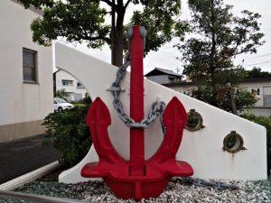 大湊地区コミュニティセンターの前に置かれている大きな錨(伊勢市大湊町)