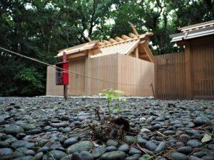 簀屋根が取り外されて姿を現した御塩殿神社(皇大神宮 所管社)