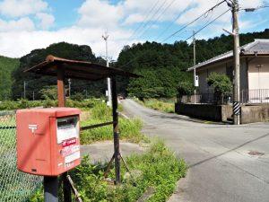 坂津集会所付近から坂津橋(大内山川)へ