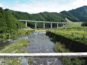 坂津橋から望む大内山川の上流側