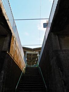 JR紀勢本線 梅ケ谷駅の階段