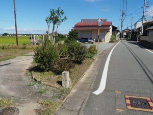「左 中海、右 下御・・」の道標(明和町坂本)
