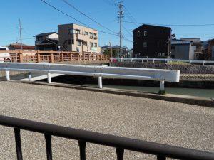勢田川に架かる中橋を西詰から望む