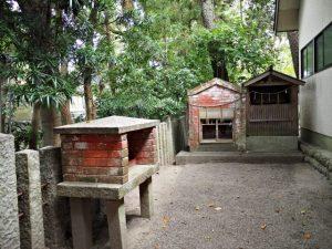 城山稲荷神社の隣の小祠(津市丸之内)