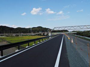 五十鈴橋から五十鈴川の左岸を下流方向へ