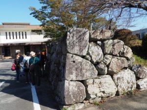 大手門の大きな石積みの石垣(田丸城跡)