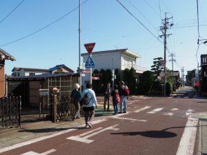 伊勢本街道とJR田丸駅との分岐(度会郡玉城町田丸)