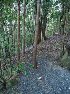 撤去されていた「注意(一、落書きはやめましょう)」の立札、朝熊神社(皇大神宮 摂社)