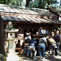 昨日に神輿渡御を終えた神輿の収納庫への片付け、田丸神社(度会郡玉城町下田辺)