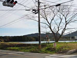 勝田大池の北側の交差点(度会郡玉城町勝田)