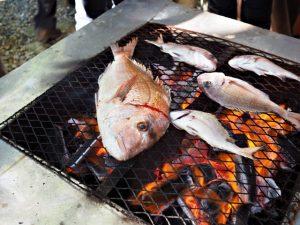 例大祭でのふるまい、伊射波神社(鳥羽市安楽島町)