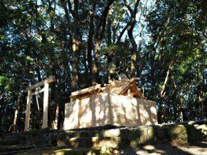朝日に照らされる宇治山田神社(皇大神宮 摂社)