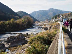 櫛田川の沈下橋(多気郡多気町波多瀬・松阪市飯南町深野)付近
