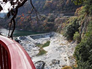 茶倉橋(櫛田川)から望む立梅用水の井堰(取水堰)