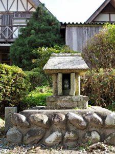 リバーサイド茶倉にまつられる水神(松阪市飯南町粥見)