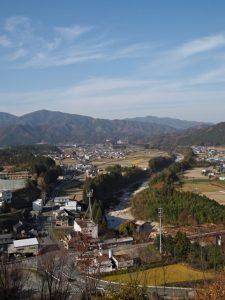 五箇篠山城跡(多気郡多気町朝柄)から望む櫛田川