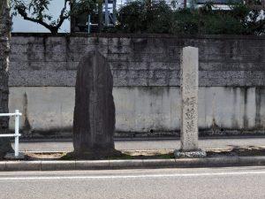 地蔵道の石碑と伊藤萬蔵による道標(音聞坂)