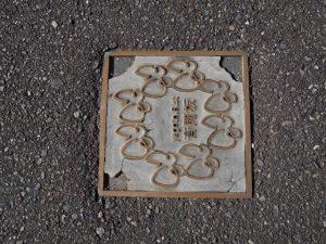 歩道に設置されていた「音聞坂」の銘板