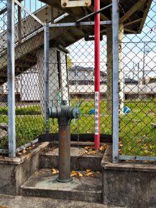 八事東小学校のプール付近にある消防水利、採水口(給水用)