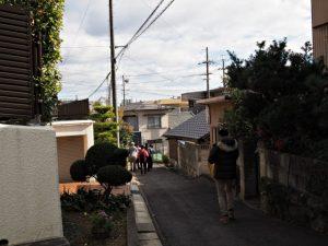 八事神社前の路地を東方向へ(名古屋市天白区御幸山)