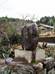脇出公民館に建つ天神社趾の石碑(度会町脇出)