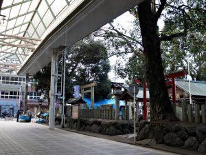 境内の周囲でしめ飾りが販売されていた今社(伊勢市宮町)