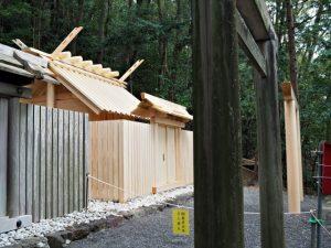 朝熊御前神社と新殿舎の朝熊神社(ともに皇大神宮 摂社)