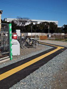 駅舎を建て替え中のJR参宮線山田上口駅への仮設通路