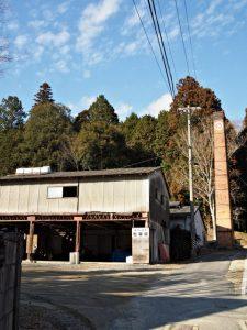 諏訪神社駐車場となっている広場付近の煙突(伊賀市丸柱)