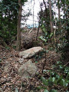 硯岩の探索(伊勢市二見町三津)