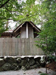 本殿が修繕されていた栄野神社(伊勢市二見町江)