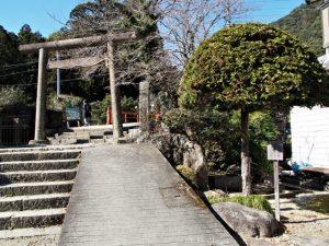 振ヶ瀬橋付近の鳥居(熊野古道 大門坂)