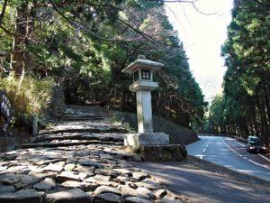 県道46号との近接点(熊野古道 大門坂)