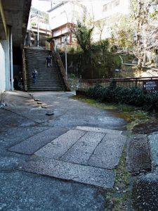 旧史跡清明橋の石材(大門跡〜那智大社参道入口)