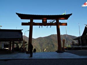 石階上の鳥居(熊野那智大社)