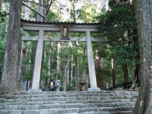 参道入口付近の鳥居(飛瀧神社)