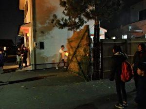 高向御頭神事-打祭りのため追い込み小屋の壁を破り出る高向共盛団