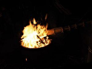 高向御頭神事-積木祭場に点火するための松明