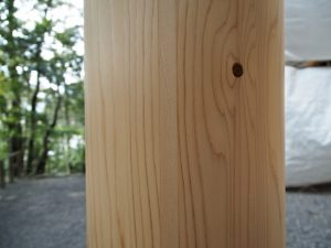 朝熊神社(皇大神宮 摂社)の新しい鳥居の柱と・・・