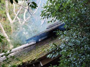朝の大御饌を準備する煙が漂う忌火屋殿(外宮)