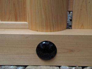 朝熊神社(皇大神宮 摂社) 玉垣御門の柱(右側)