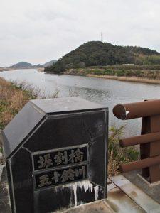 堀割橋(五十鈴川)から遠望した朝熊神社(皇大神宮 摂社)方向