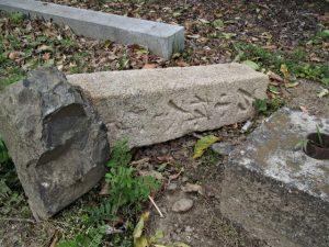 国史跡旧豊宮崎文庫の放置されている道標