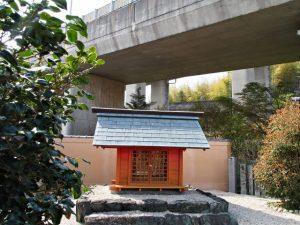 本誓寺のお稲荷さん(伊勢市久世戸町)
