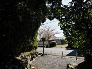 度会大国玉比賣神社(豊受大神宮 摂社)および伊我理神社(同末社)の参道入口付近