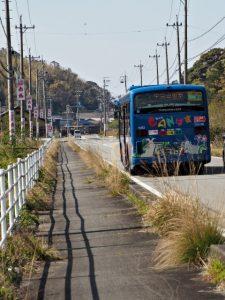 国道42号 民話の駅 蘇民付近を走るCANバス