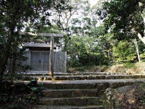 神前神社(皇大神宮 摂社)、許母利神社および荒前神社(共に同末社)を同座
