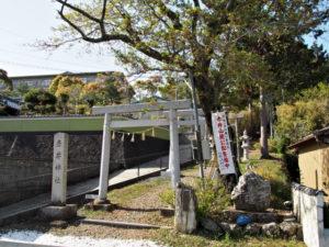 赤井神社の参道入口(伊勢市上野町)