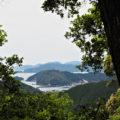 長島湾一望の案内板(荷坂峠〜登り口)からの眺望